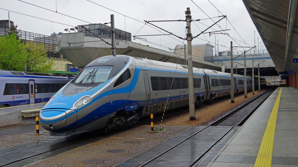 pkp intercity train